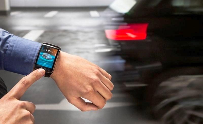 Новая система в автомобиле BMW припаркует машину